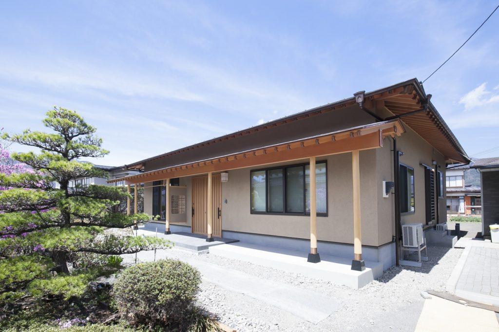 区切られたLDKに昔の建具を利用した家 山梨県河口湖W様邸