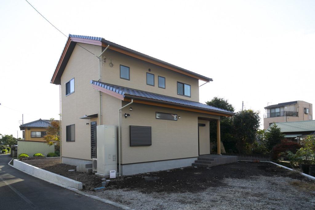 小上がり畳敷きのダイニングと開放的なリビングがある家 富士市K様邸